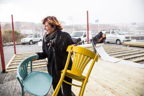 Ei haglskur stopper ikke Lilly Skow Røed fra å ta en sjau på Pakkhuset.