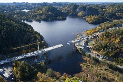 Spektakulær: Hallevannetbrua vil være klar i mars neste år. til bruk neste år. Foto: Anne Mette Storvik, Jernbaneverket