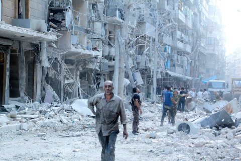 Residents look for survivors in a damaged site after what activists said was a barrel bomb dropped by forces loyal to Syria's president Bashar Al-Assad in Al-Shaar neighbourhood of Aleppo, Syria September 17, 2015. REUTERS/Abdalrhman Ismail