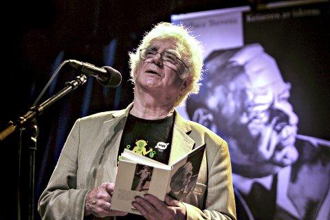 Dikteren Jan Erik Vold deltar i mange arrangementer under Larviks første Poesifestival denne helgen.