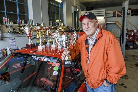 Skadefri: Karl-Magnus Kjendlie Felumb (68) har kjørt bil i 50 år og har rundt en million kilometer bak rattet. Dessuten har han kjørt ti år på bane uten skader. BMW-cupen har han vunnet tre år på rad. Foto: Bjørn Jakobsen