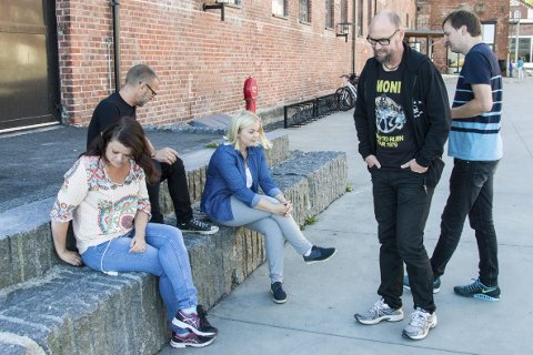 Samarbeid: Linn Ambjørnsen (Bølgen), Atle Rasmussen (Rockekveld), Camilla Svendsen (Kulturkontoret, Andreas Gilhuus (Bølgen) og Anders Buaas (Rockekveld) byr sammen på en stor konsertopplevelse for ungdom.foto: per albrigtsen