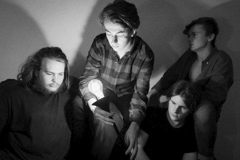 Villon: Flere elever fra musikk og dans på Thor Heyerdahl er med i bandet som består av Zenoa Taylor Birchler, Johan Fredrik Stensrud, Henrik Sagdalen og Øyvind Lunde. De skal varme opp for Oslo Ess i Sliperiet 4. september.