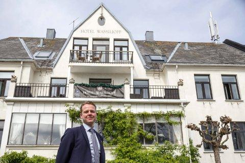 ENDELIG: Hotelldirektør på Wassilioff, Morten Christensen, kan endelig ta i mot gjester igjen i Stavern.
