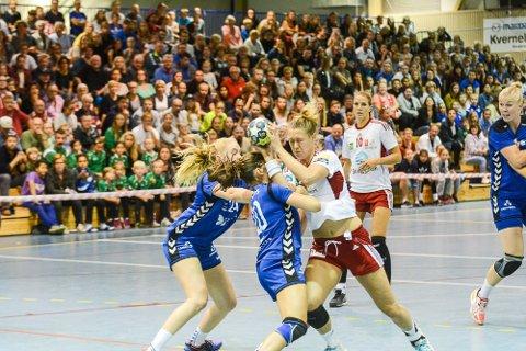 Marit Malm Frafjord hadde ikke de helt store problemene med å vinne over Oppsal i seriestarten for Larvik HK.