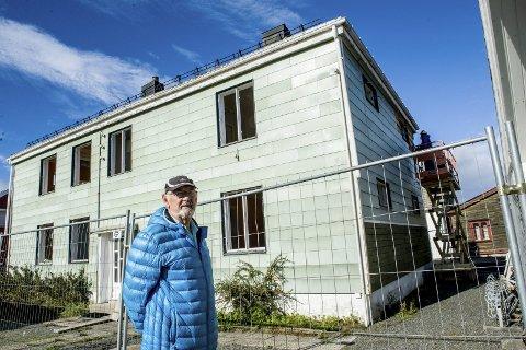 Rives: Bygningen i Helgesens gate 16 på Torstrand skal rives og erstattes med et garasjeanlegg med plass for 14 biler, viser leder i Bugges gates borettslag, Osvald Tansø.Foto: Bjørn Jakobsen