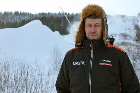 Knut Simon Sølverød forteller at det nå er lys i tunnelen med tanke på årets sesong i Siljan skisenter. Bildet er tatt ved en tidligere anledning. (Foto: Per B. Johansen)