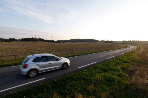 Midt på den øde Furustadveien i Hedrum kom politiet over en mann som de fant mistenkelig. Denne bilen har ikke noe med saken å gjøre.