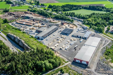 Flyfoto fra 2014 over Bergene Holms anlegg på Amundrød