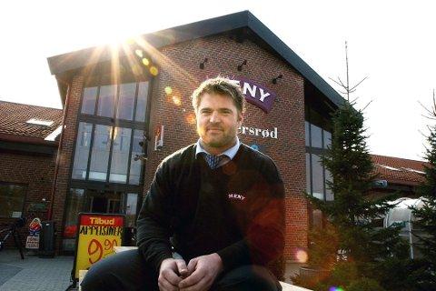 Vil utvikle: Daglig leder Dag Arild Bakken ønsker at Søndersrødtunet skal forbedres ytterligere. Nå ønsker folket flest vinmonopol til bygda.