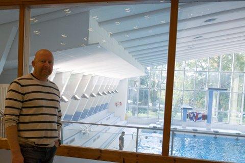 PLANER: Per Christian Solberg i anleggsgruppa til Larvik Svømmeklubb ønsker seg en ny svømmehall for hele kommunen.