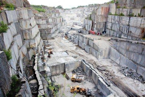 UTSLIPPSKONTROLL: De mange steinbruddene i Larvik har med jevne mellomrom blitt kontrollert for å sjekke om de overholder kravene i utslippstillatelsene sine. Noen ganger er det påvist avvik. (Arkivfoto)