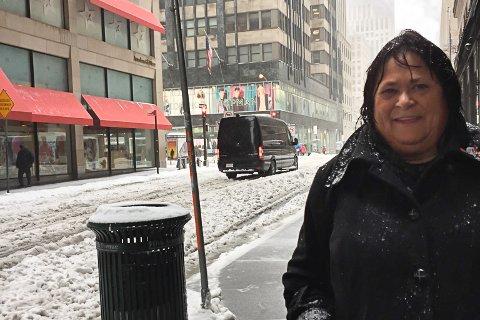 SOMMERDEKK PÅ VINTERFØRE: Stortingspolitiker Sonja Mandt (AP) forteller at bilistene i New York kjører rundt på sommerdekk i snøfylte gater.