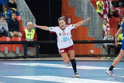TRØBBEL MED ET KNE: Larviks Amanda Kurtovic kan få dårlig tid med å være i slag til mesterligaens kvartfinale