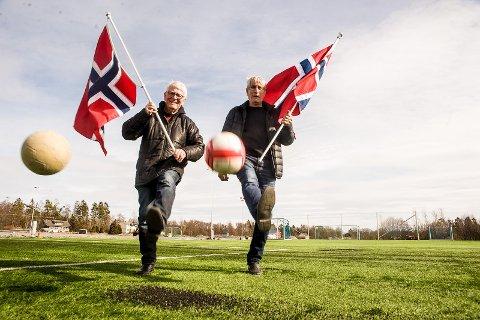 Jan Erik Guldahl og Ole Henry Johansen har skerevet tidskriftet om 100-åringen på Neset. Lørdag er det storstilt feiring. Foto: Nils-Erik Kvamme