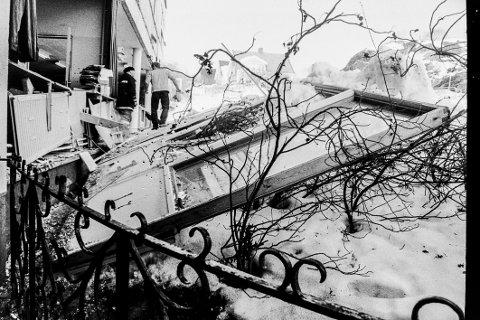 Eksplosjonen har akkurat skjedd og hele veggen på sløydsalen ble blåst ut. (Arkivfoto: Erik Berge)