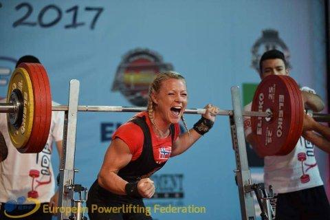 JUBEL: Eline stakk av med både ny norgesrekord og sølvmedalje fra EM i Spania i fjor.
