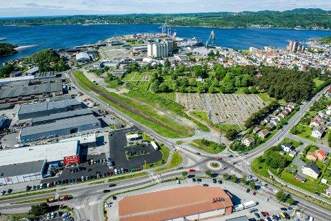 Flyfoto Øya, Sikatomta, Elveveien, Jula. Larvik motor, Rema 1000, Torstrand