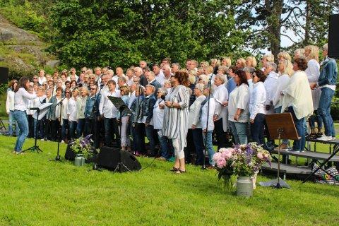Takker for seg: Dirigent Mari Sønnesyn Berg sier farvel til blant annet Kick-koret når hun senere flytter til Kristiansand.