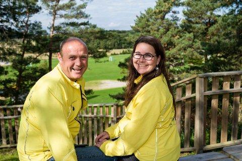 NOMINERT TIL PRIS: Sigmund og Helene Foldvik er stolte av å være nominert til Reiselivsprisen, og håper folk vil støtte dem ved å gi dem mange stemmer.