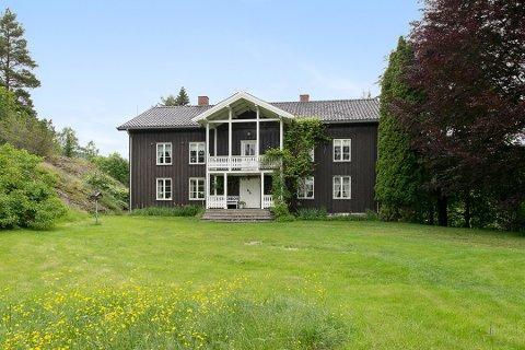 Betraktelig stor eiendom: - Dette er ingen vanlig bolig - dette er en betraktelig stor og flott eiendom, sier eiendomsmegler Mette Kristin Nordal hos Krogsveen.