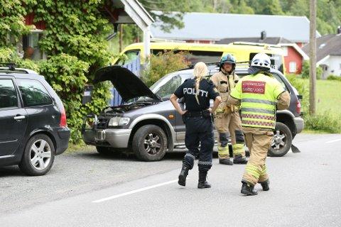 Politi, ambulanse og brannvesen rykket ut til Trollsåsveien etter melding om trafikkulykke.