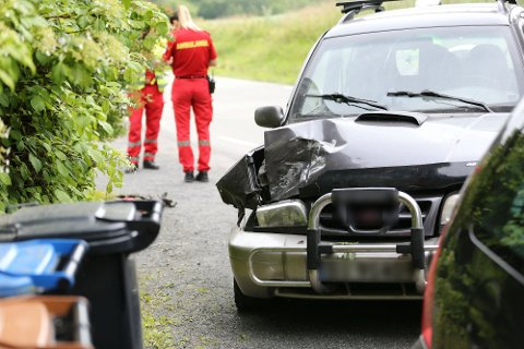 Slik så bilen ut etter å ha kjørt inn i en stolpe onsdag ettermiddag.