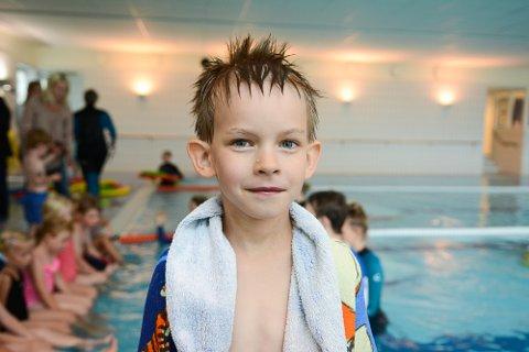 VILLE TILBAKE: Tristan Knutsen (6) storkoste seg i bassenget på Hedrum ungdomsskole.