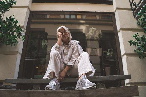 ENESTE NORDMANN: I sommer besøkte Ida New Balance sin fabrikk i England hvor hun fikk designe sitt eget par. Ida er dermed den første nordmannen som har designet sneakers for sko-giganten.