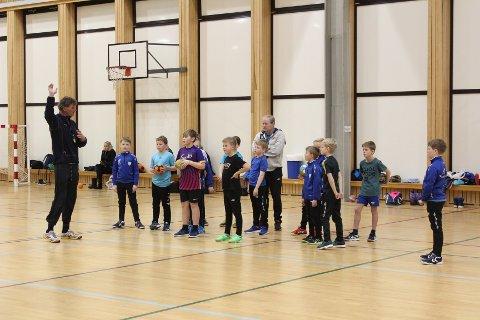 MYRHOL-INSPIRERT: Rune Eftedal trener Larvik Turns G10-lag ved hjelp av landslagsstjerne Bjarte Myrhols treningsmetoder.