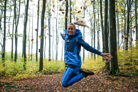 KOM DEG UT: Det er oppfordringen til Dina Brekke Hansen. – Det gir så mye glede og energi. Flere burde prøve det. Om ikke annet, bare gå en tur i nærområdet der du bor.