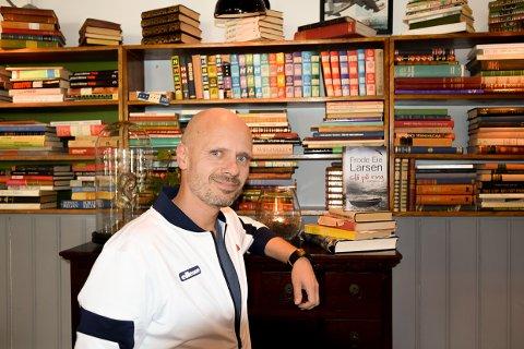 STAS: Frode Eie Larsen er kjapt ute med å si det er stas å få pris for en bok.