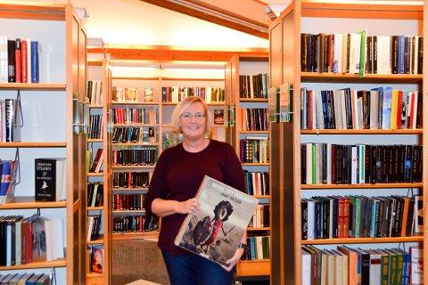 BIBLIOTKET: Flere av disse bøkene er det ikke så mange som kjøper, men de finner de her på biblioteket.