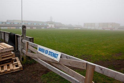 HENLAGT: Politiet har henlagt saken der en tilskuer fra Re fikk knust ankelen i tumultene som oppsto på tampen av en juniorkamp i Framparken.
