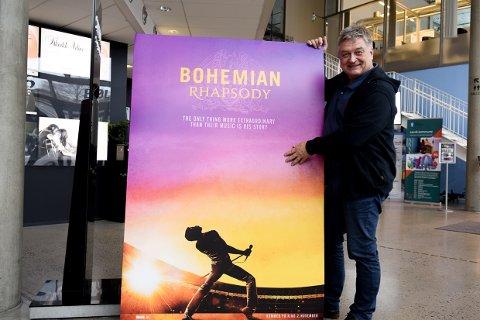 MYE: Kinosjef Lasse Brennvall byr på mye film denne lørdagen, til halv pris.