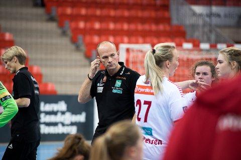 Fortsatt trener: Tidligere Larvik HK-trener Geir Oustorp trener nå 1. divisjonslaget Reistad - laget som i desember har spilt to treningskamper mot nettopp Larvik HK.