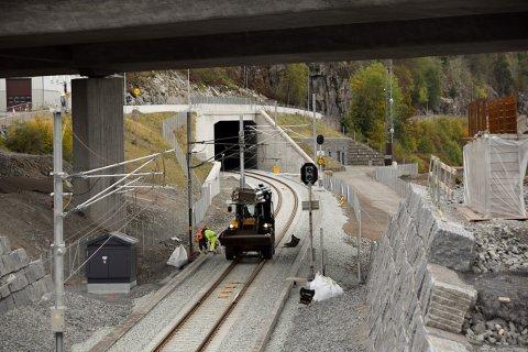 SPORET AV: Det var inne i tunellen i Martineåsen at et tog med passasjerer sporet av fredag kveld.