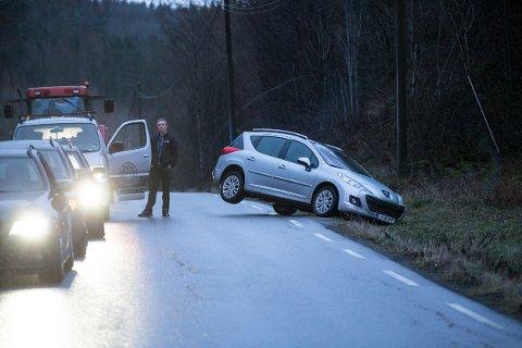 TULLING: ØPs utsendte skulle dekke en alvorlig ulykke - men endte selv opp i grøfta.