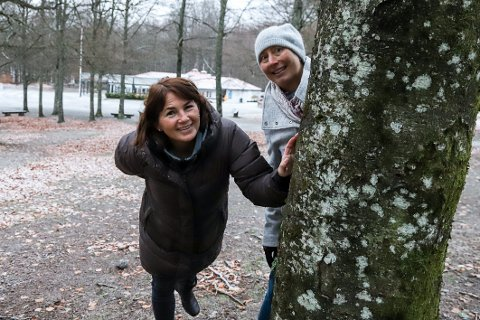 MANGE ER SPENTE: – I fjor var mange hundre med, og vi vet at mange gleder seg til årets kalenderen. Til alle som ikke har deltatt før, bli med! oppfordrer Ellen Hansen (t.h.) og Ida Vår Kierulf Dirdal.
