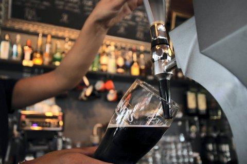 FORTSATT SKJENKESTOPP: Det blir ikke øl til maten på restaurant i Larvik ennå. Det bestemte formannskapet fredag morgen.