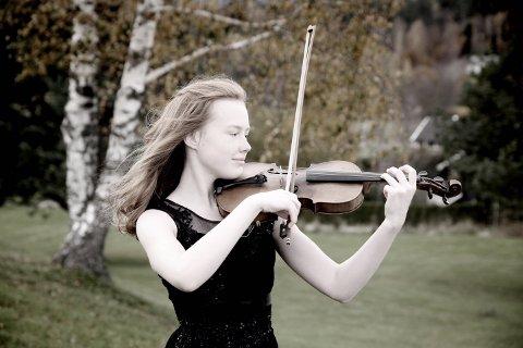 TALENT: Rebecca Nøstrud Isaksen er et sjeldent ungt talent som du kan høre i Larvik kirke denne torsdagen.