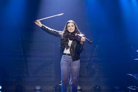 Kristine Emilie Krüger (15) fra Stavern sto på scenen i Norske Talenter under fredagens semifinale.