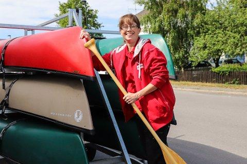 GRATIS UTLÅN: Monica Ljusnes håper at kanoene bidrar til mange fine opplevelser for barn i Larvik. Er du interessert i å låne, kan du sende sms til 41281334.