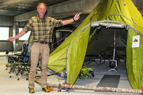 TIPSER: Arne Aakre fra Villmark og Fritidseffekter tipser om fine teltplasser i Larvik-området, men minner også på om den store brannfaren nå om sommeren.