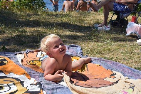 HVERDAGSBILDER: ØP ønsker at leserne skal sende inn sine hverdagsbilder fra sin sommer, som på dette bildet, hvor Leander Høyer Hallberg koste seg på stranda på Gon for noen uker siden.