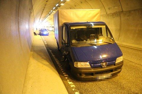 KJØREFORBUD: Føreren av denne lastebilen ble fratatt lappen på stedet etter ulykken og har nå fått kjørebud i åtte måneder i Norge.