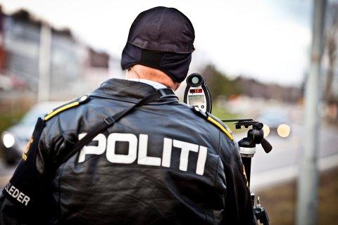 POLITIKONTROLL: 24-åringen kjørte i 97 kilometer i timen i 50-sonen og hadde heller ikke førerkort.