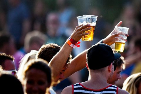 FIKK MILDERE «STRAFF»: Stavernfestivalen må fortsatt stenge kranene, men ikke like lenge som rådmannen hadde foreslått.