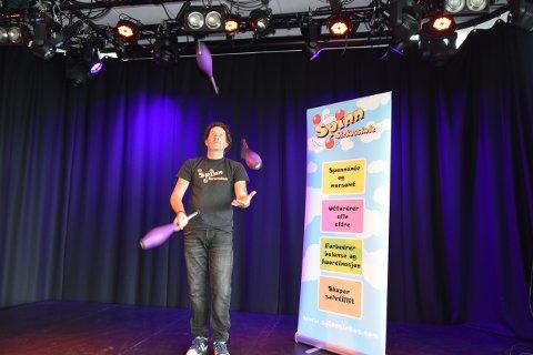 KONSENTRASJON: Du bruker begge deler av hjernen når du jonglerer. Det skal faktisk gjøre deg smartere.