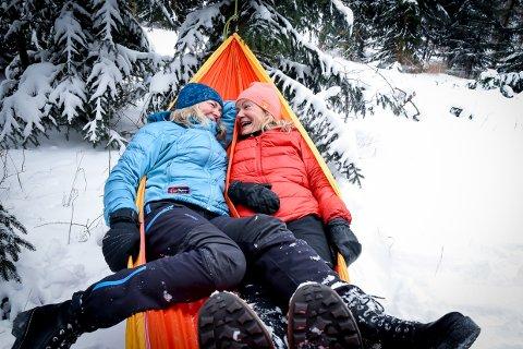 SATSER: Arrangør Kristin Hammer Anvik (t.h) og lillesøster Sigrun Hammer Kvaløy inviterer i mars til en ny og lokal satsning.